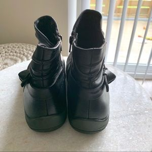 Earth Shoes   Watson Black Ankle Boot